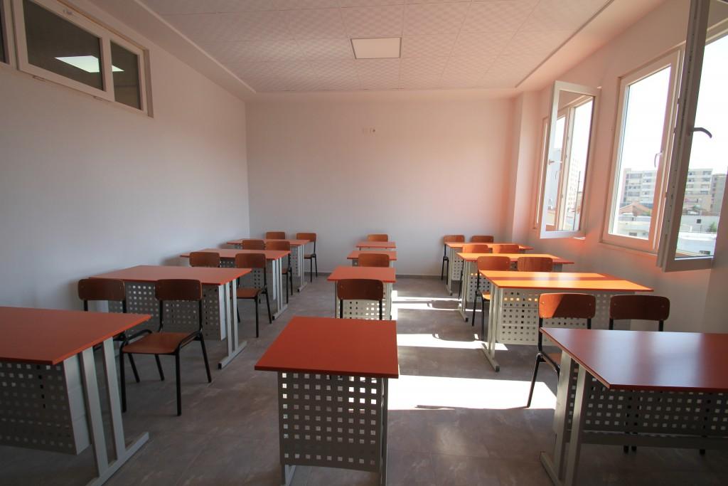Për vitin shkollor 2017-2018 shkolla Ibrahim Kodra hap rregjistrimet për herë të parë, për klasën e 9-të dhe klasën e 1-re.