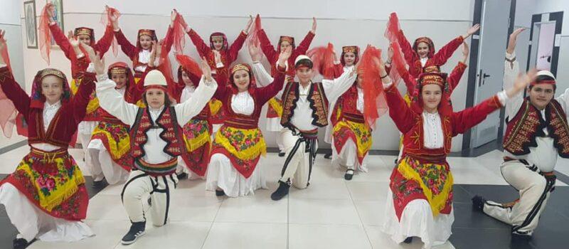 FESTIVALI I VI i Ansambleve Popullore në qytetin e Durrësit për shkollat 9-vjeçare.